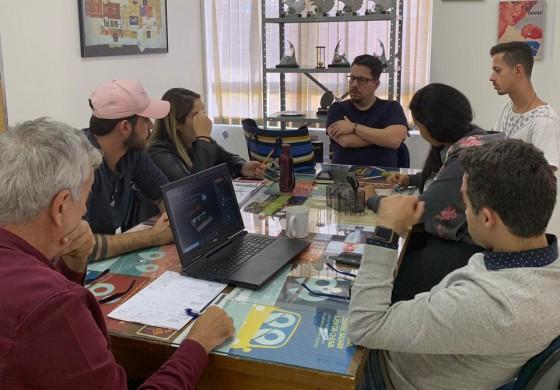 Reuniões da Agência de Propaganda e Pesquisa de Mercado FACAMP