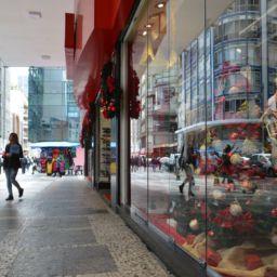 São Paulo - Comércio do centro da capital se prepara para as vendas de Natal (Rovena Rosa/Agência Brasil)
